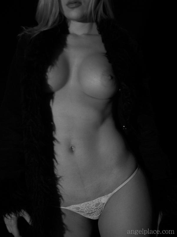 Model: Tavia Spizer